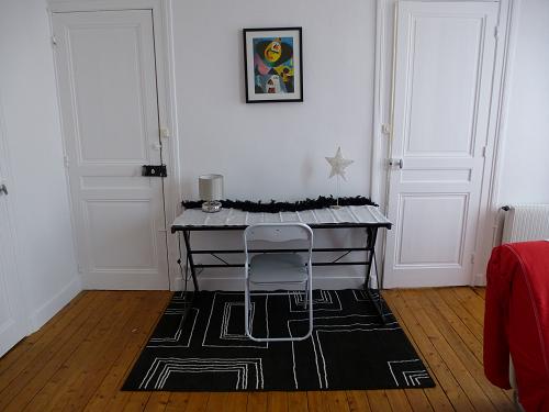 Dès 45 euros la nuit en F2-Studio et chambres d hôtes à Cherbourg-F2 salon